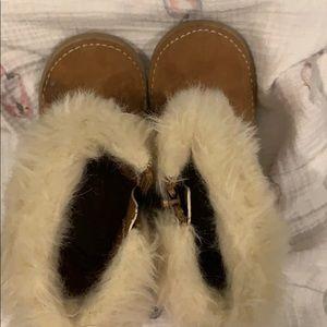 OshKosh B'gosh Shoes - GUC. Booties. Keep those little toes toasty!